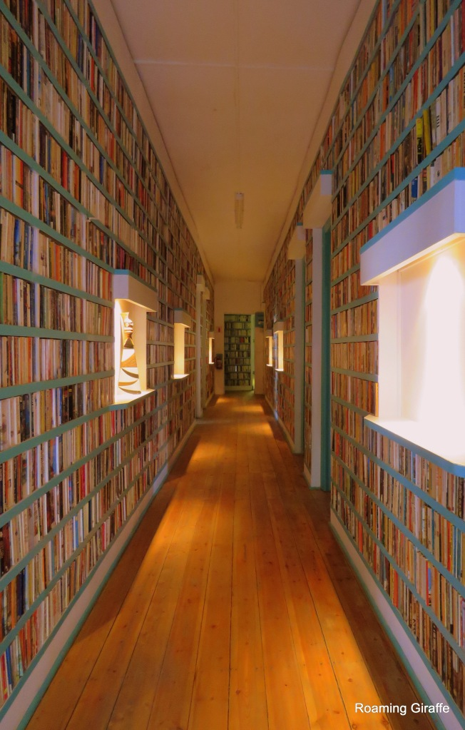 Book lined walls, Bethulie Hotel