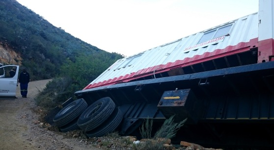 OVERTURNED TRUCK ON SWARTBERG PASS DI BROWN